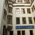 img_0927a-2-9-2016-im-kl-schlosshof-mit-luftkissendach-residenzschloss-dresden